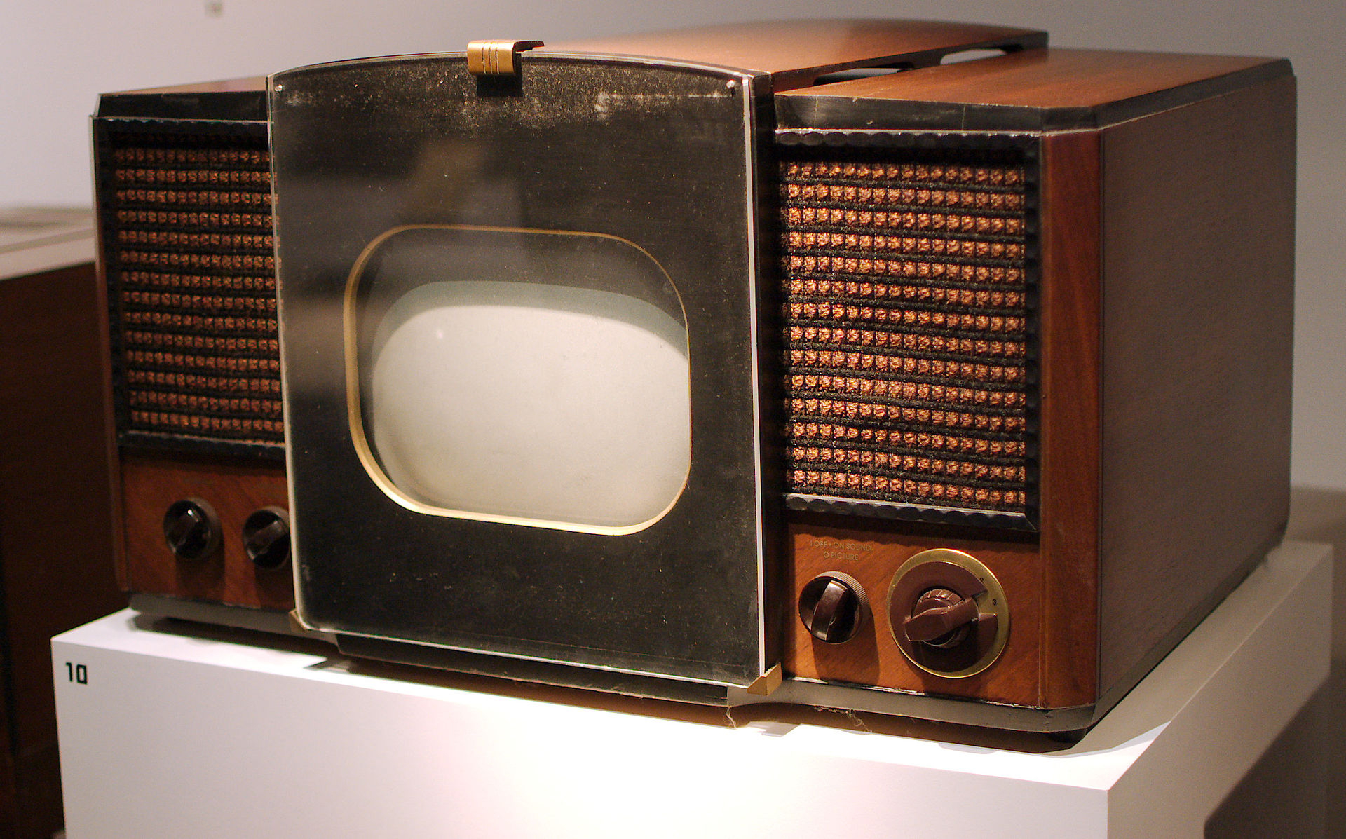 oldfashioned TV